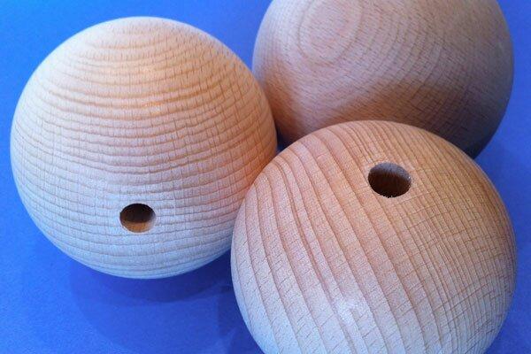Sphères en bois Ø 50mm demi percés 8mm