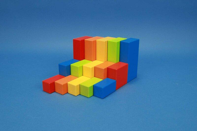 cubes en bois coloré