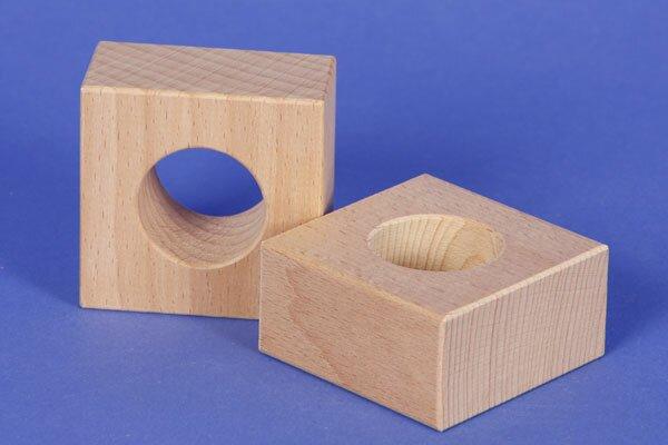 cubes en bois percés 6 x 6 x 3 cm - 3 cm percés