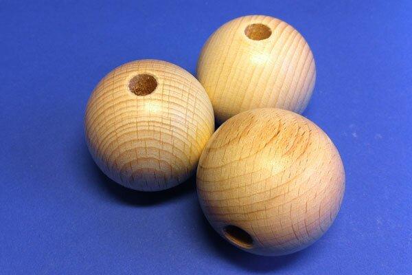 100 Boules en bois Ø 18mm perces 4mm