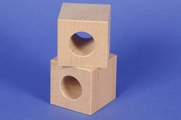 cubes en bois percés 6 x 6 x 6 cm - 3 cm percés