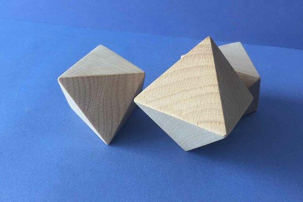 Platonic solid Octahedron en hêtre 6 cm