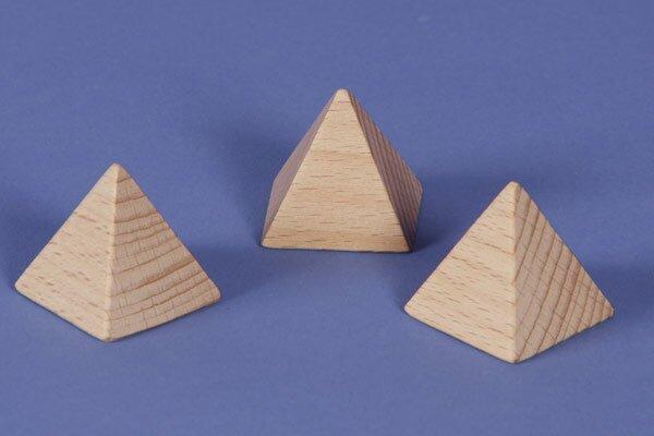 Pyramide en hêtre 3 x 3 x 3 cm