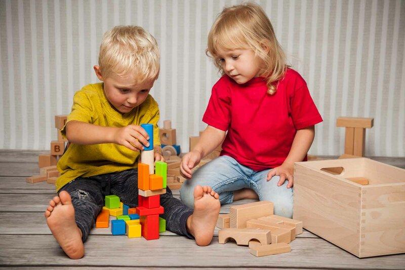 Jouets cubes en bois