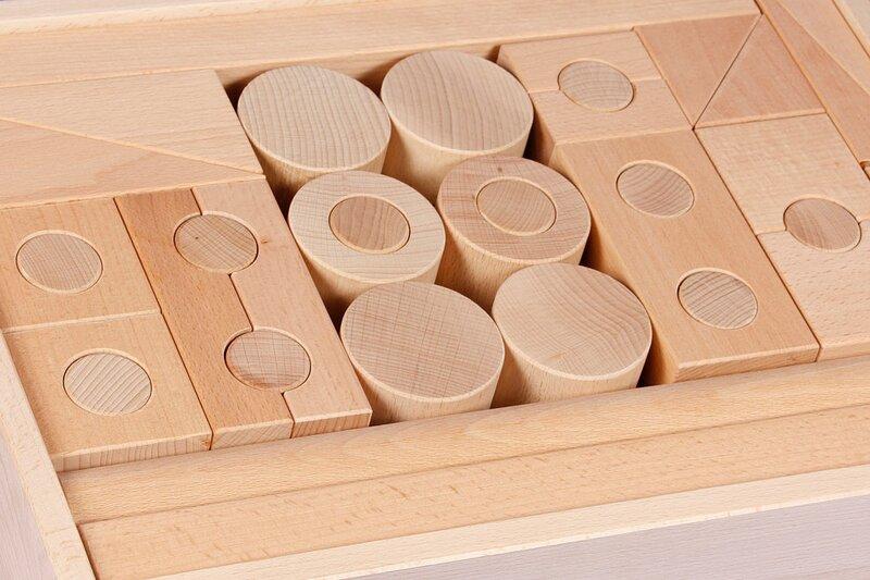 cubes en bois percé