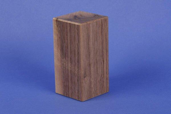 cubes en bois noyer 9 x 4,5 x 4,5 cm